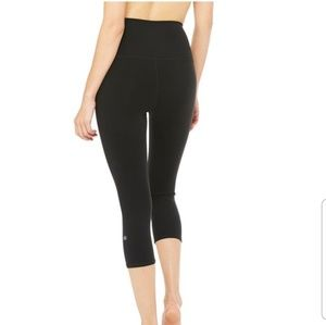 Alo Yoga High Waist Airbrush Capri Black Leggings
